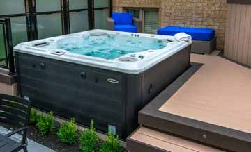 Self cleaning hot tubs